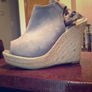 Super cute grey wedges with tie in the back